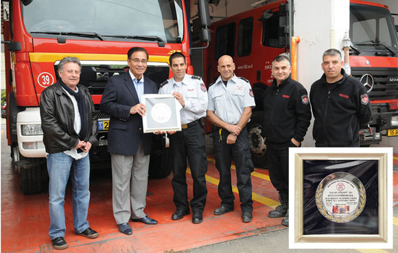 0313 - Firefighters presenting Ari and Itsik a plaque