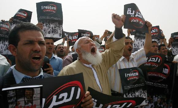 0411 - Brotherhood against Mubarak
