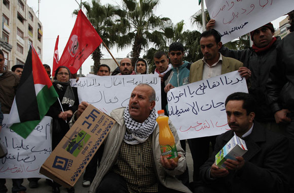 0412 - Palestinians protest in West Bank