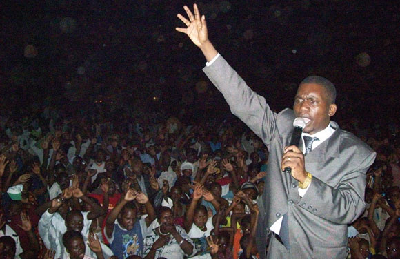 0512 - Pastor Mulinde at Mulago crusade