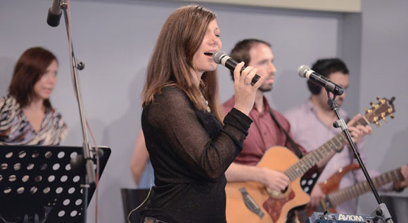 0613 - Shani leads worship