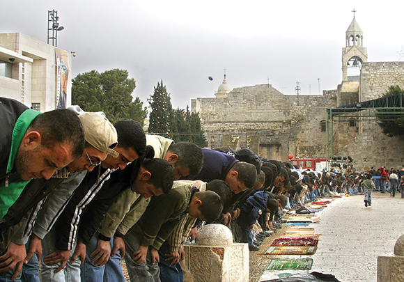 0616 - Muslims Praying