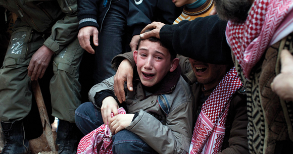 1013 - Syrian child mourns