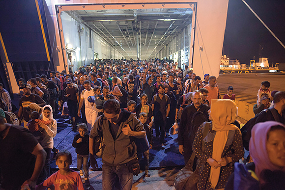 1115 Ferry boats rescue Syrian refugees