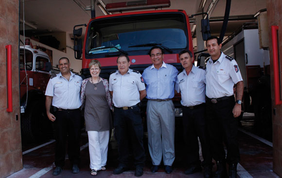 1211 - Ari and Shira with fire fighters